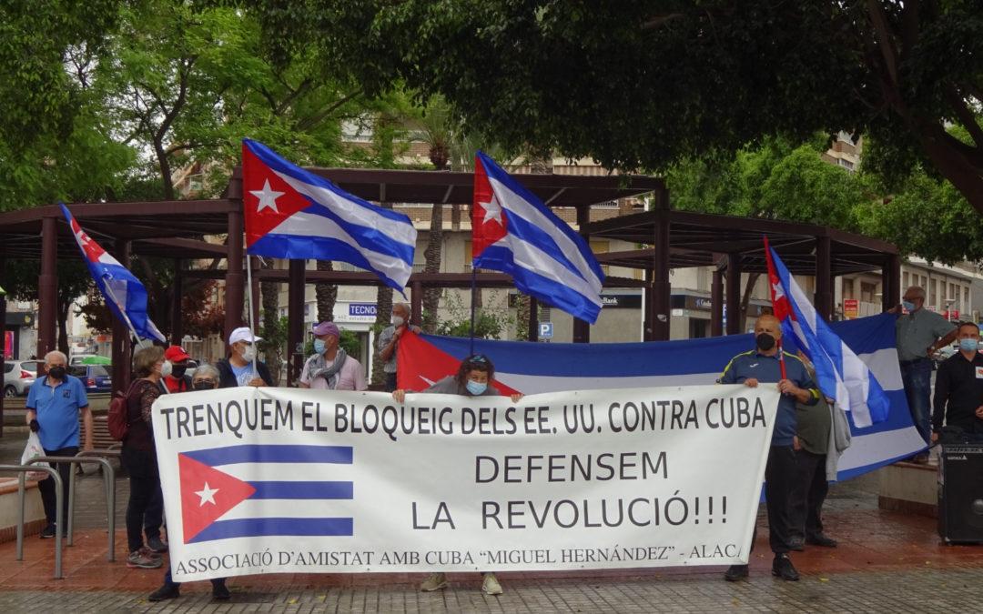 [Elx] Concentración en solidaridad con Cuba y contra el bloqueo