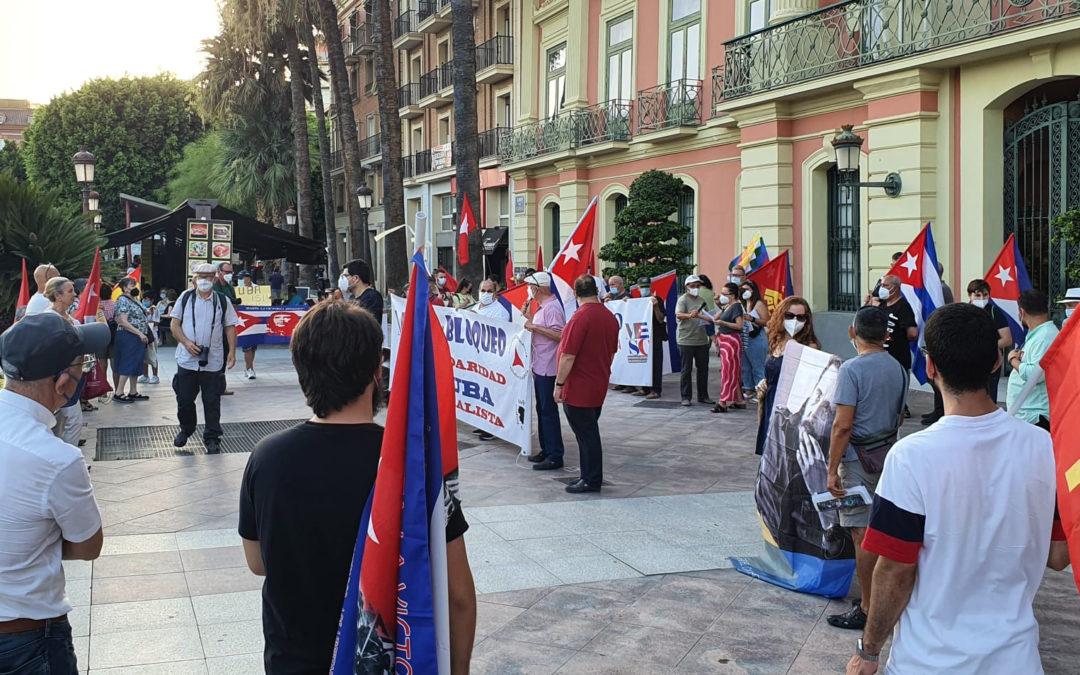 Crónica de la concentración contra el bloqueo a Cuba en Murcia