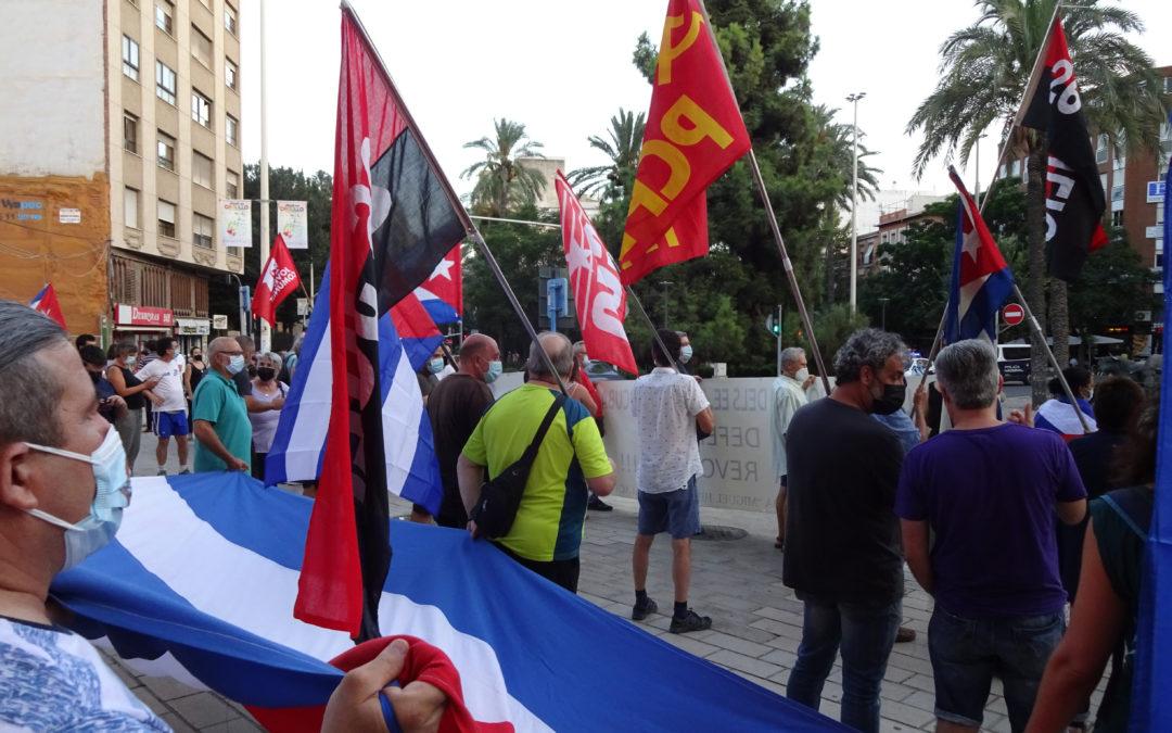 [Alacantí] Concentración en solidaridad con Cuba y su revolución contra el bloqueo criminal y la inferencia de los EEUUy UE